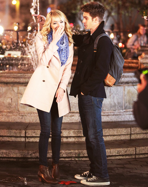 Emma & Andrew on the set 'TASM 2' at Union Square,NYC [16.04.2013]