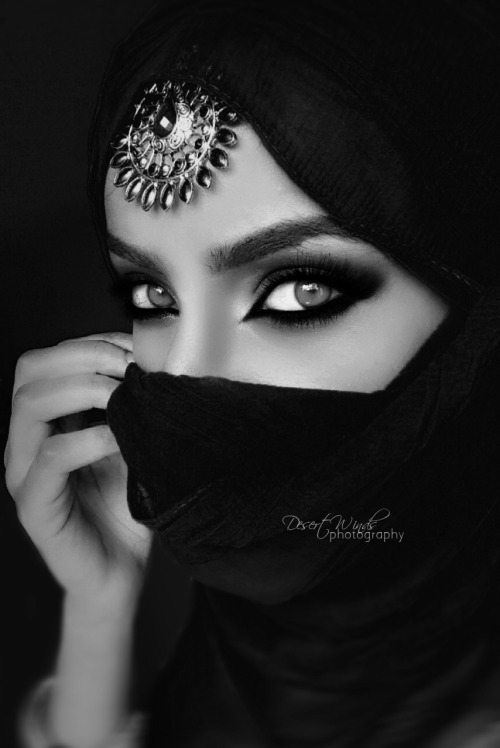 desertwinds:  black and white version :) model:me