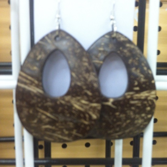 I just added this to my closet on Poshmark: Earrings. (http://bit.ly/10N49Fp) #poshmark #fashion #shopping #shopmycloset