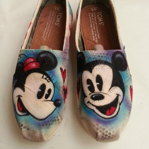 3sheetsart:  Cutest couple in the world !! #mickey #minnie #toms #impactstreetwear @toms @impact_strtwr  NEEEEEEEEEEEEEEEEEEEEdDDdD