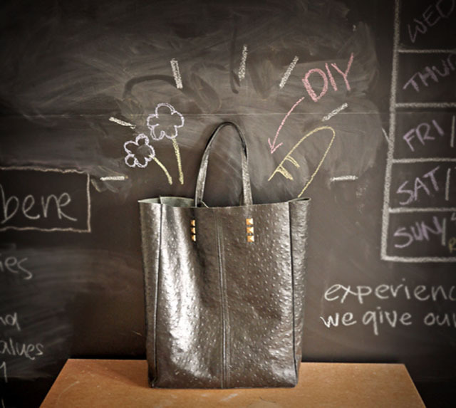 Step by step photos to help you make your own simple leather tote. (via project 22)