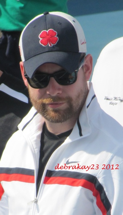 A few more pics of David Cook at the Chris Evert Charities Tennis event in Boca. Great smile :)  (10/28/12)