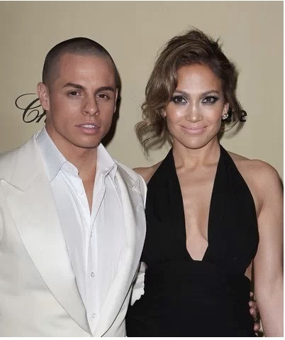 Jennifer Lopez has nothing but high praise and love for Casper Smart. But, she also realizes there is a big age difference and does ask Casper why he doesn't try and date a younger woman. Lopez really opened up in the latest issue of People magazine.