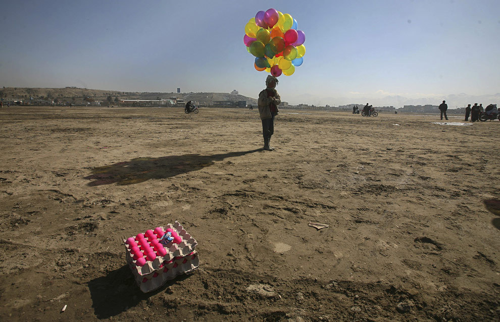 Balloon sellers in Afghanistan[sources: 01 - 02 - 03 - 04 - 05 - 06]