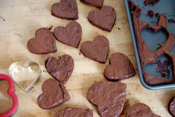 prettygirlfood:  Heart-Shaped Brownies