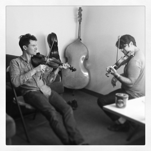 joekwon80:  Bob taking a lesson from Ketch of @crowmedicine