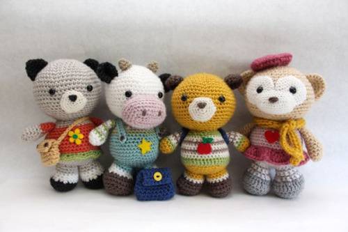 amigurumipatterns:  amigurumi pattern for Back to school friends by little muggles