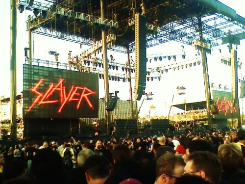 The last Slayershow withJeff Hanneman playing guitar. Indio California 2011.