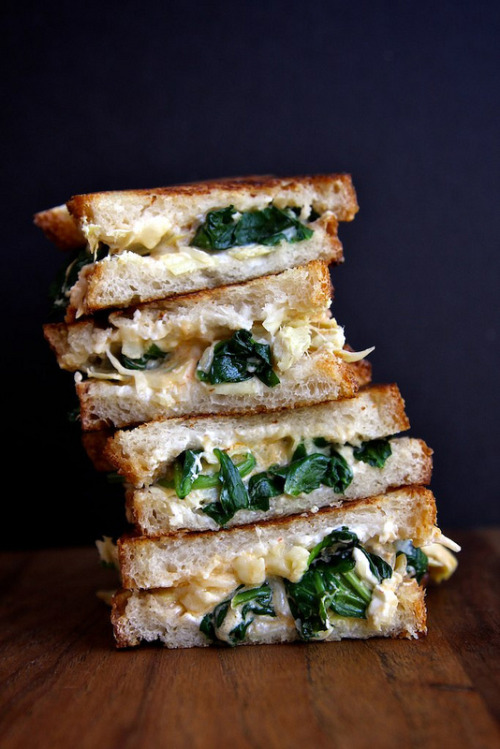 zenos-conscience:  fattributes:  Spinach and Artichoke Grilled Cheese Sandwich  Craving this right now