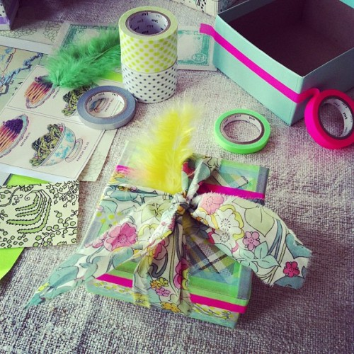 Making cute washi tape, scrap fabric and scrap paper gift boxes… No glue, no scissors, easy and takes 5 minutes! Make a bunch in one sitting and store so you always have a pretty gift-ready box to pull out when you're in a hurry and need a sweet box. Have fun! #washitape
