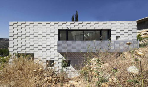 (via Extraordinary Residential Features Embedding Rock Walls And Woven Textures) Jerusalem, Israel