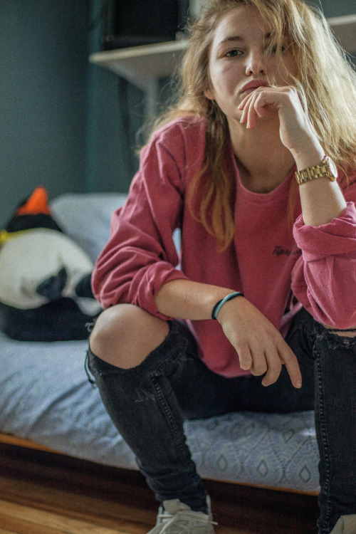 golden ripped jeans black cool products lgbtq lgbt lesbian adidas orginals adidas jewelry blond girl girls with tattoos girls cute girls girls who like girls girlswholikegirls me mine pierced girls grainy lightroom peep the penguin in the background