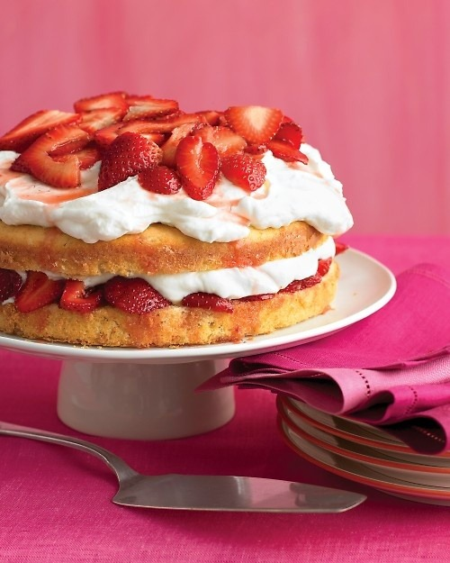 weeheartfood:  Strawberry Cream Cake: from Winonas