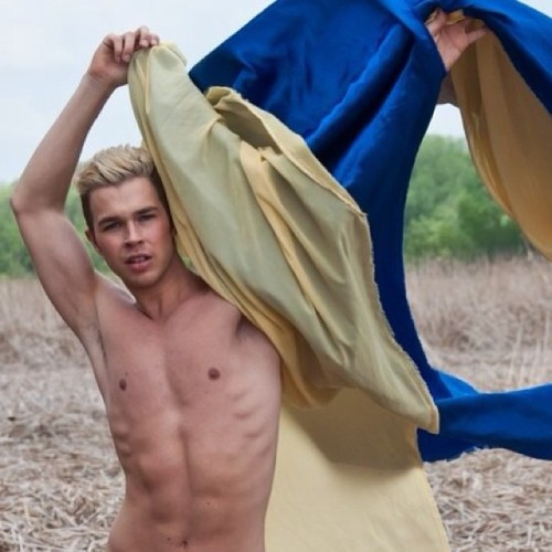 Preliminary shot from my shoot Sunday! #Photography #Wind #Blue #Yellow #Gay #Shirtless #Cute