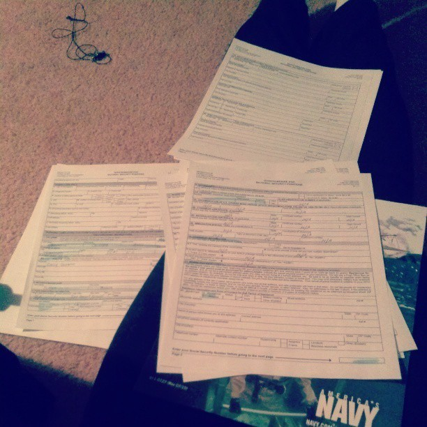 Filling out my paperwork for the Navy. Words can't explain how important it is for me to. #Navy #paperwork #possiblefuture #needtoleave #onmyown #reality #growingup (at childhood home)