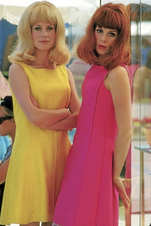 lemontreesoceanbreeze:  Catherine Deneuve and Francoise Dorleac in Les Demoiselles de Rochefort, 1967
