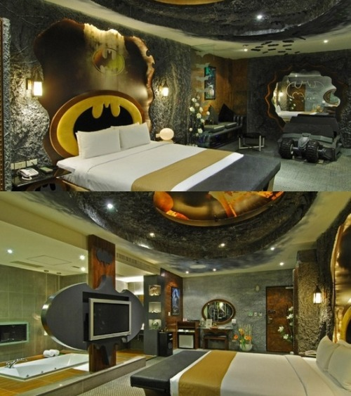 pelliecandoit:  Batman Bedroom  ;o