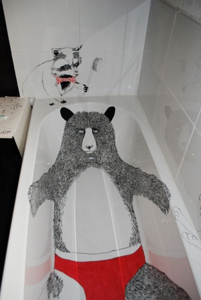 alovelycuppa:  Customised bathtub by Jimbob Art. On tumblr. (See here for original photoset).