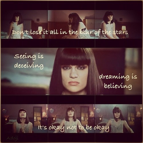 #who_you_are #who #you #are #british #singer #jessiej #best #song #ever #love #true #emotional #optimism #honest #by_me #black #hair #white #tshirt #blue #eyes #kuwait #q8 #strong #words this song stirred ma emotions😶👍❤
