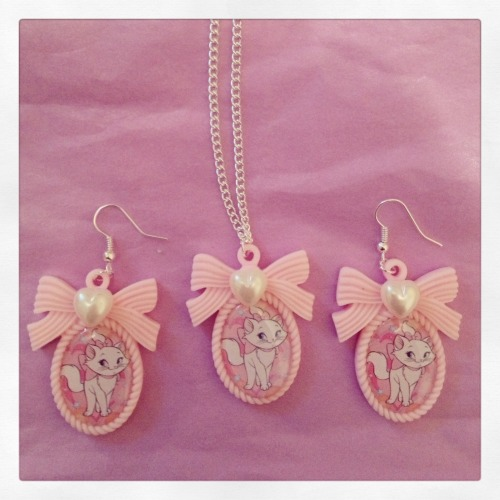 calamityjaynedesigns:   Marie Necklace and Earring Set I made for my friend Vicky, hope she likes them!!