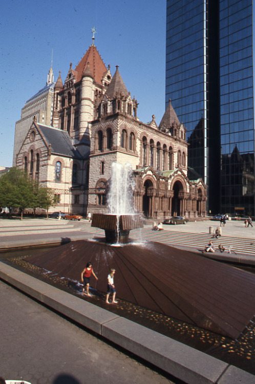 Trinity Church in Copley Square, 1976 May, Peter H. Dreyer slide collection, Collection #9800.007, City of Boston Archives.  This work is free of known copyright restrictions.  Please attribute to City of Boston Archives and credit Peter Dreyer.. For more images from this collection, click here