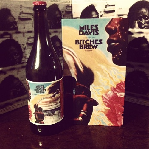 peoplenotplaces:  A damn fine evening. #milesdavis #bitchesbrew #dogfishhead