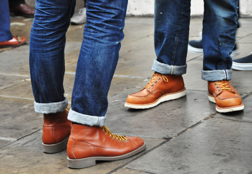 thetieguy:  red wingers.