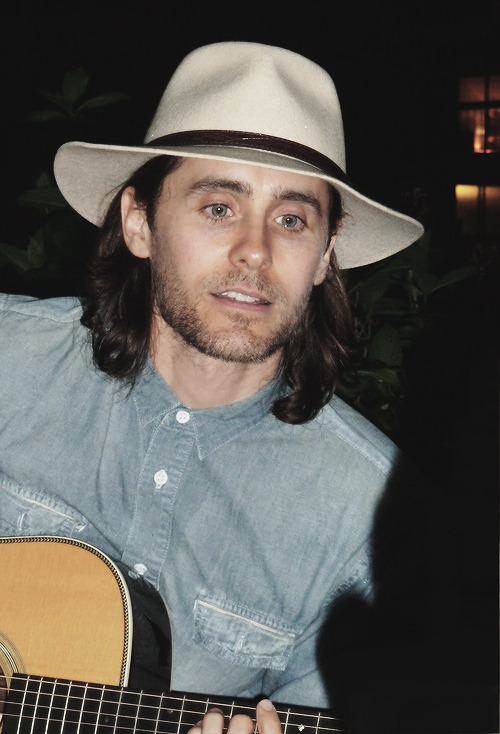 tkseven:  Jared Singing in Union Square