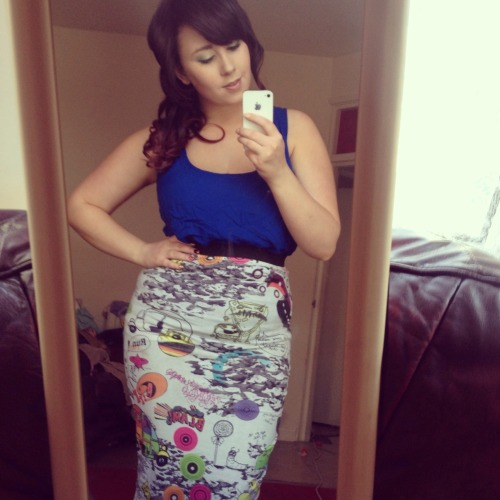 Vicky, 23 from the UK. UK Size 14. 34 - 30 - 44A little bit of weightloss has unearthed these awesome curves. I'm feeling fabulous ;)
