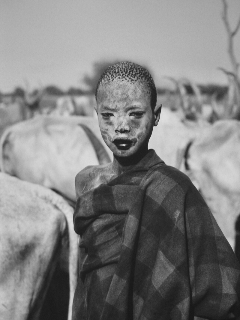 fotojournalismus:  Dinka child. Cattle camp of Wutliet, near the Gel River. Southern Sudan, 2006. [Credit : Sebastião Salgado]