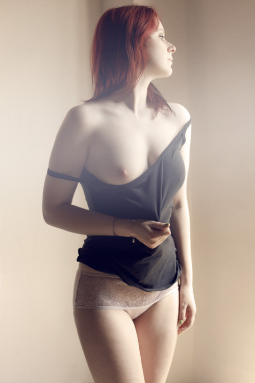 templeofginger:  redheaduniverse:  nice redhead  http://templeofginger.tumblr.com Red is the color of Love. When you reblog, be kind. Keep source, model and photographer credits. Keep the art alive.