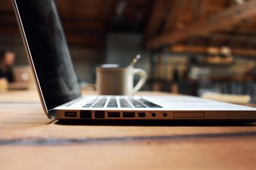 coffe and macbook