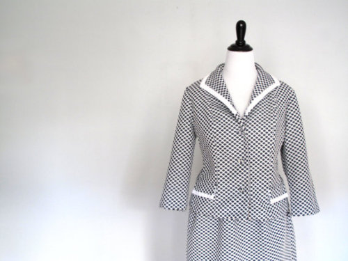 Vintage? Check. Adorable? Check. Great condition? Check. PLUS SIZE?! CHECK! Honey comb print matching skirt and blazer in size 18US for sale on TOHCan't get over how great a find this was!