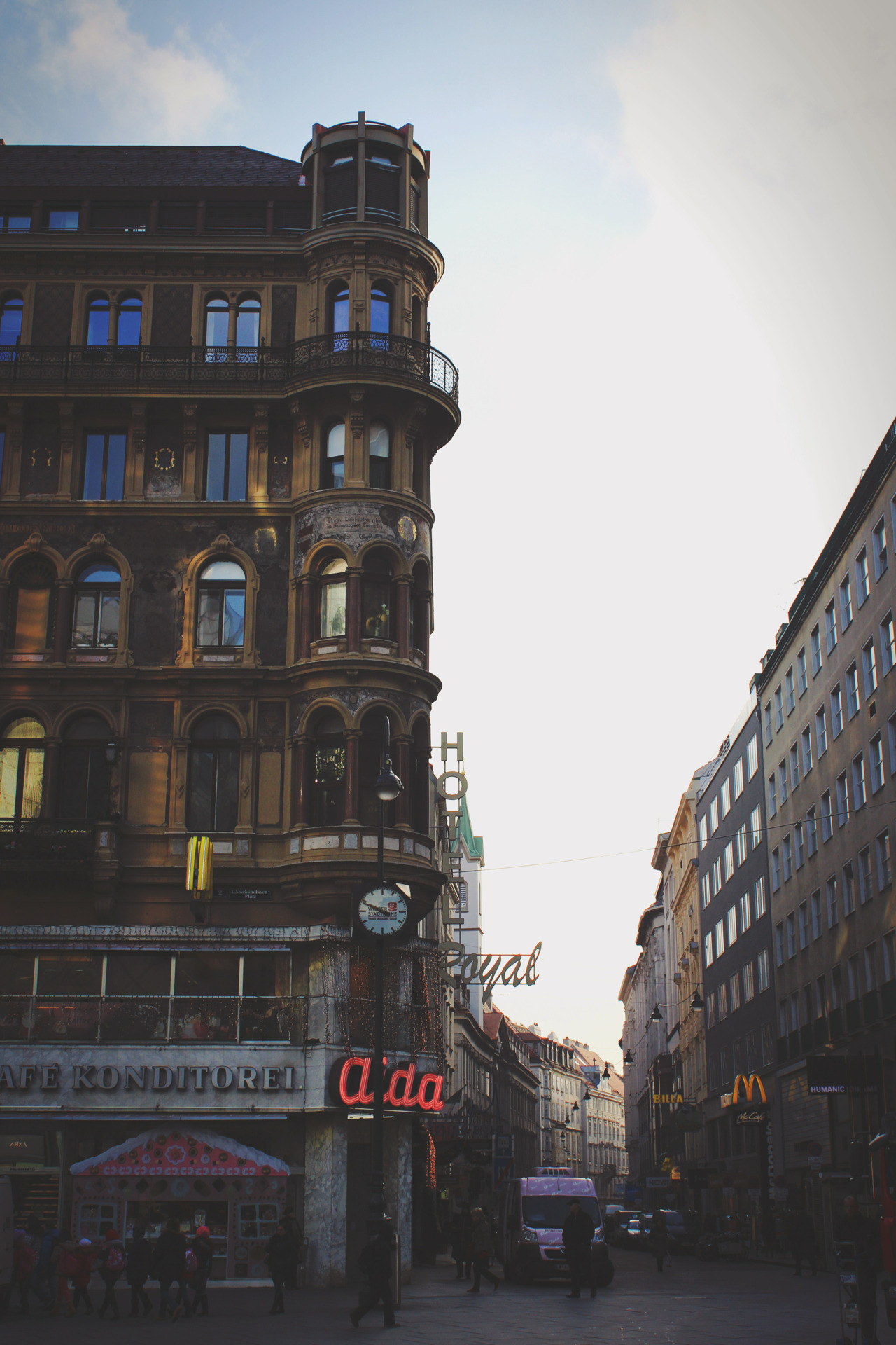 gold-hair-green-eyes:  Vienna baby!   .