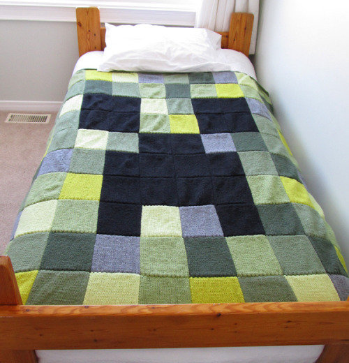 sunreon:  Minecraft Creeper Blanket I feel like I am required by my very life to make this.  Epic!