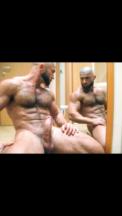 ricksthings:Francois sagat is an amazing sexy fucker! Perfect body and perfect cock ❤️❤️