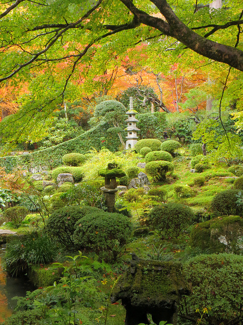 visitheworld:  Gardens of Sanzen-in Temple in Ohara, Japan (by rangaku1976).