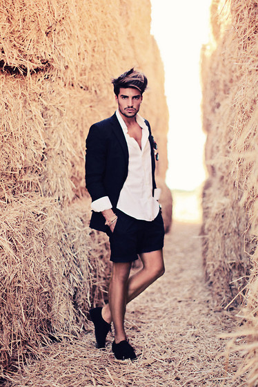 SUMMER SUIT (by Mariano Di Vaio)
