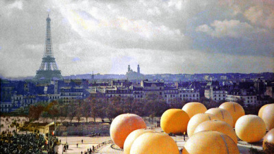 These exceptionally rare (astounding) color photographs show Paris at turn of the 20th century