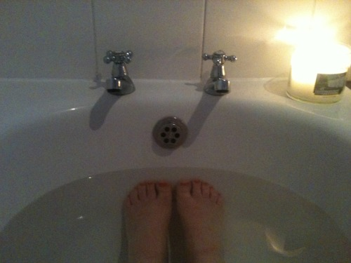 Tonight's plans are as follows: Long hot bath Wash my hair Epilate my legs  Paint my toenails Moisturise head to toe then get in bed and watch terrible tv. What are your plans?