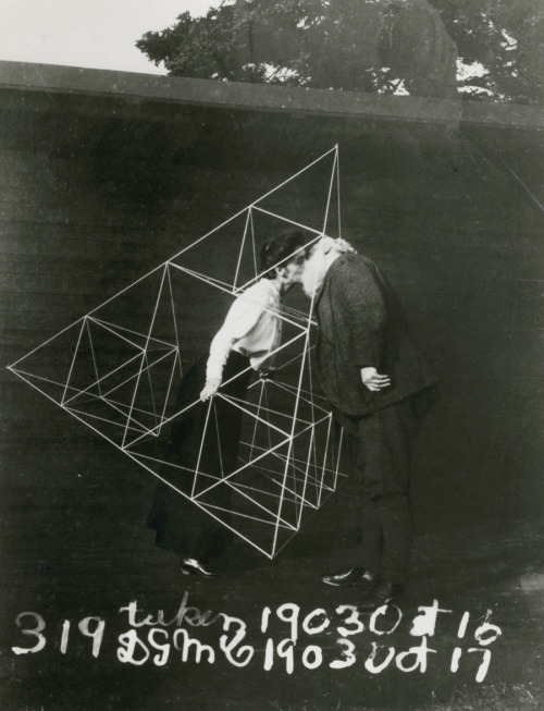 natgeofound:  Alexander Graham Bell and Mabel kissing within a tetrahedral kite, October 1903.Photograph courtesy Library of Congress