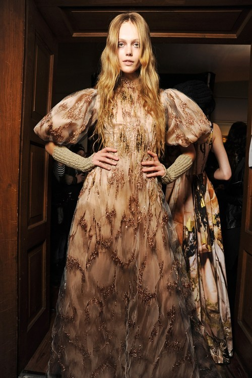 Frida Gustavsson. I'm thinking this is Giles. I don't know, but I vaguely remember one of the Giles collections encompassing a burnt effect and so my mind has drawn this conclusion.