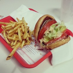 Am I in heaven? #omnomz  (at In-N-Out Burger)