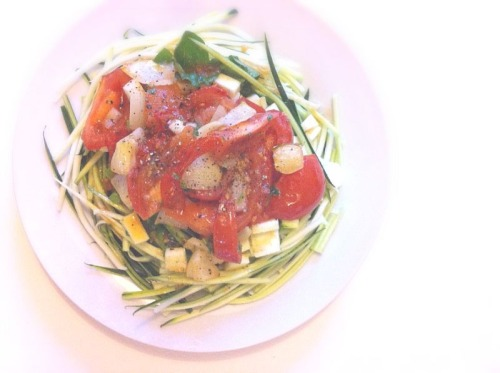 Courgette spaghetti with a tomato, spinach, onion, garlic and parsley sauce.   I can tell my new julienne peeler is going to be my new best friend. Courgette spaghetti is completely amazing, can't wait to try out other recipes….
