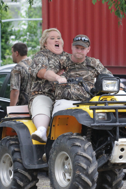 majortvjunkie:  buzzfeed:  Mama June had the wedding of the century.  Royal Wedding watch out