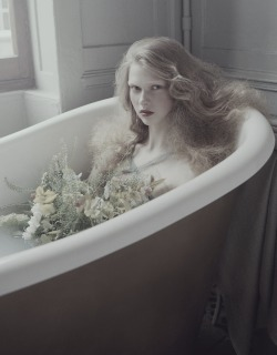 idreamofaworldofcouture:  'Bathing Grace' photographed by Andrew Yee for How to Spend It, April 2013
