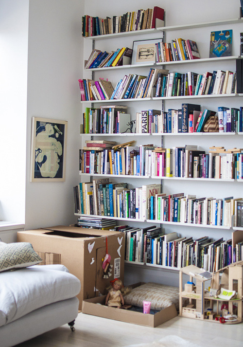 Source: Design*Sponge No better decorating tool than books!
