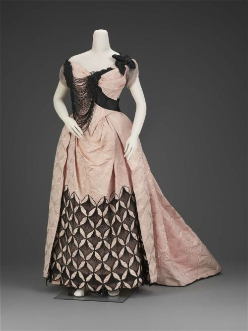 Evening Dress Charles Fredrick Worth, 1893 The Museum of Fine Arts, Boston