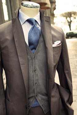suitdup:  Looking good for an after work get together.