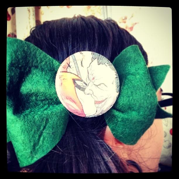 It's Spring! Time to wear my Joker and Harley Quinn bow! #hairbow #joker #harleyquinn #dcuniverse #batman #colors #spring #hair #accessory #comicbooks #kawaii #prettyandcute #handmade #ooak #etsy #store #green #geeky #nerdy